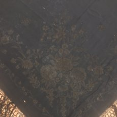 Antigüedades: ANTIGUO MANTÓN ISABELINO NEGRO. SIGLO XLX. DEFECTUOSO.. Lote 256007590