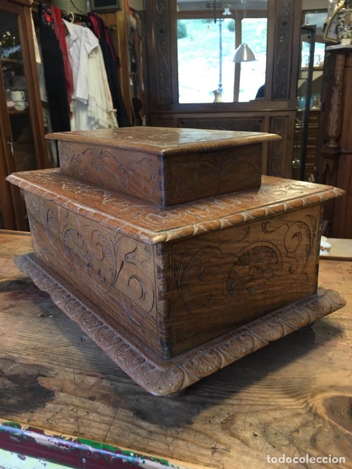 Antigüedades: Caja costurero o tocador antiguo f.s. XVIII en nogal tallado Dolores con pomo de hueso y espejo - - Foto 6 - 256026750