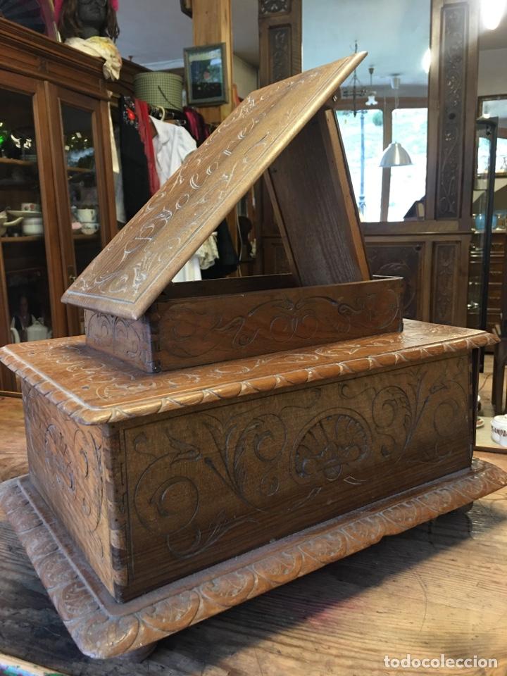 Antigüedades: Caja costurero o tocador antiguo f.s. XVIII en nogal tallado Dolores con pomo de hueso y espejo - - Foto 9 - 256026750
