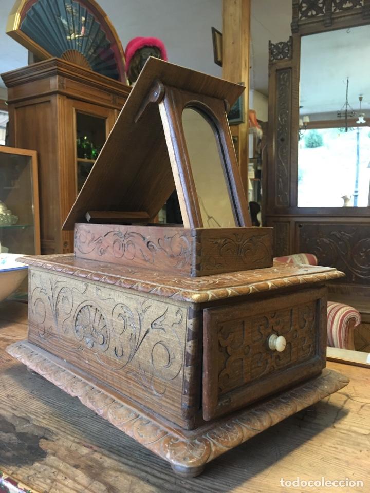 Antigüedades: Caja costurero o tocador antiguo f.s. XVIII en nogal tallado Dolores con pomo de hueso y espejo - - Foto 10 - 256026750