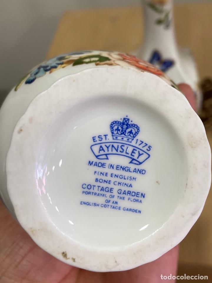 Antigüedades: Lote de 3 jarroncitos de porcelana inglesa, magníficos - Foto 5 - 256030250