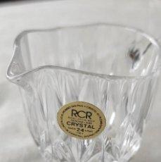 Antigüedades: JARRITA DE CRISTAL DE ROCA TALLADO Y PIE DE PLATA CONTRASTE DE ESTRELLA. Lote 256050080