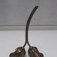 Antigüedades: ANTIGUA CAMPANILLA DE 15 CM DOBLE DE TULIPAS. Lote 256053900