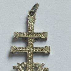 Antigüedades: ANTIGUO CRUZ CARAVACA EN PLATA 4,5/2 CM. Lote 256062975