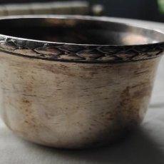 Antigüedades: CUENCO EN METAL PLATEADO CON BAÑO DE PLATA ANTIGUO. Lote 256063340