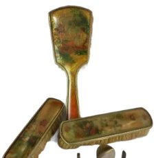 Antigüedades: CEPILLOS Y ÚTILES DE TOCADOR CON ESCENAS DE ÁNGELES. AÑOS 1920. Lote 132405666