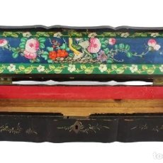 Antigüedades: CAJA PARA ABANICO. CHINA CA 1870. A WOODEN LACQUERED CASE FOR FAN. Lote 224976245