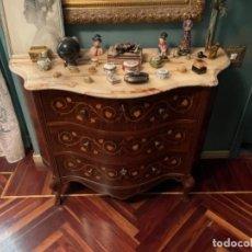 Antigüedades: PRECIOSA CÓMODA PANZUDA MARQUETERIA ANTIGUA MADERA NOBLE. Lote 256079625