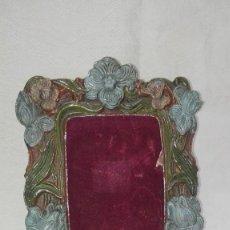 Antigüedades: PRECIOSO PORTAFOTOS MARCO DE METAL MODERNISTA. Lote 256087780