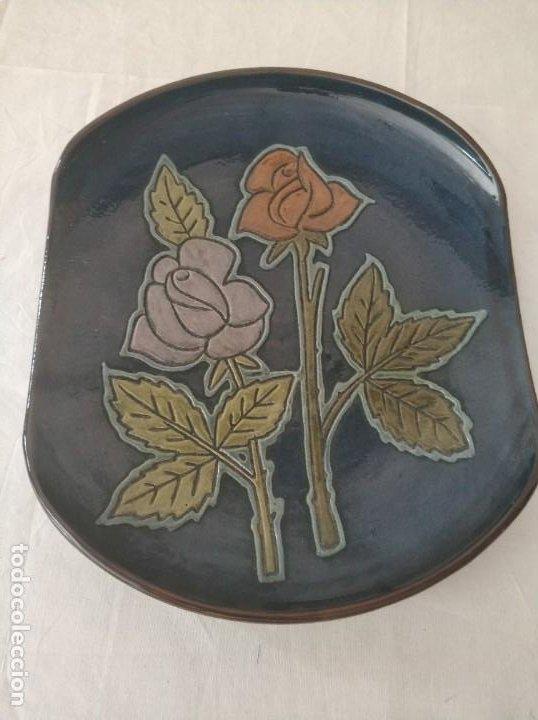 BONITO PLATO CERAMICA MOTIVOS FLORALES DE VILA CLARA (Antigüedades - Porcelanas y Cerámicas - Catalana)
