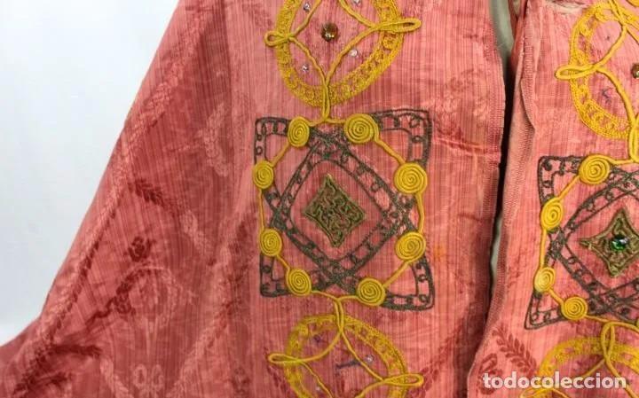 Antigüedades: T1 - Gran capa pluvial. Seda brocada con bordados, hilos de oro y pedrería. ca 1820 - Foto 8 - 227679225