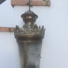 Antigüedades: ANTIGUO FAROL. TENGO LA PAREJA Y EL PESCANTE PARA COLGARLO. Lote 256116225