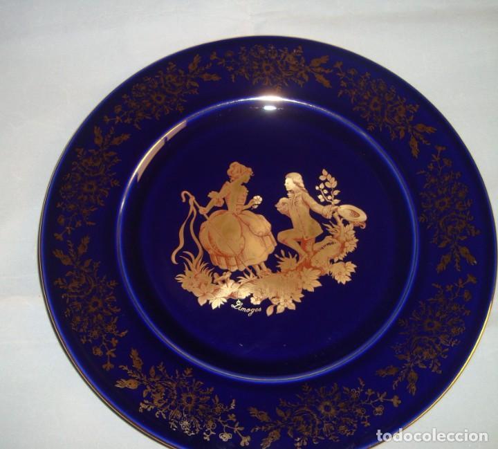 PLATO DE PORCELANA LIMOGES AZUL Y ORO, 25CM. (Antigüedades - Porcelana y Cerámica - Francesa - Limoges)