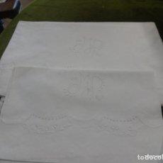 Antigüedades: SABANA Y ALMOHADON BORDADO CON INICIALES, EN LINO O ALGODON,. Lote 256129370