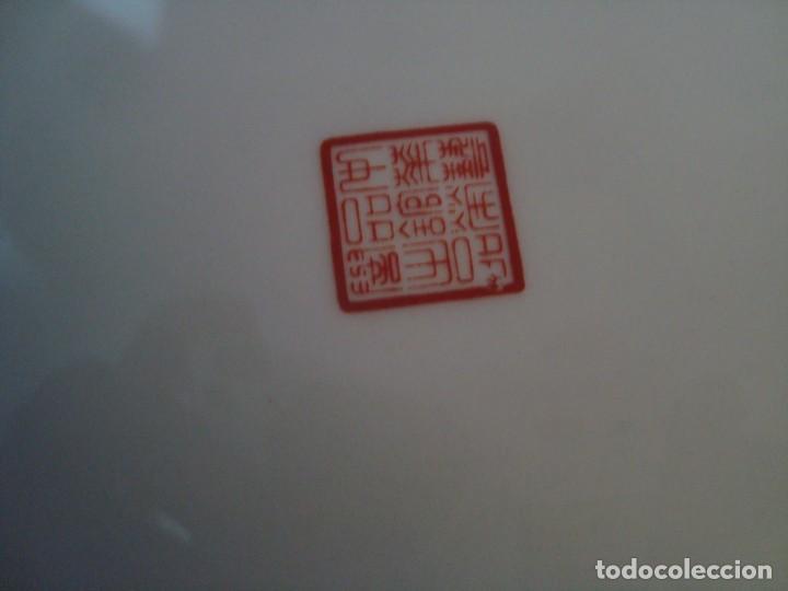 Antigüedades: ANTIGUO PLATO DE PORCELANA CHINA, FLORES 25CM. - Foto 8 - 256130710