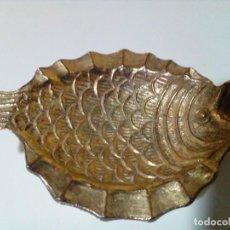 Antigüedades: CENICERO ANTIGUO DE BRONCE MACIZO EN FORMA DE PEZ. Lote 256138080