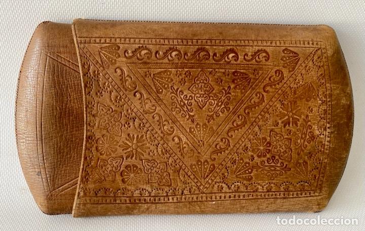 Antigüedades: Estuche de cuero repujado - Foto 2 - 256147280
