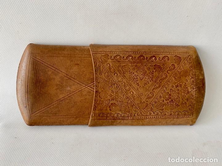 Antigüedades: Estuche de cuero repujado - Foto 5 - 256147280