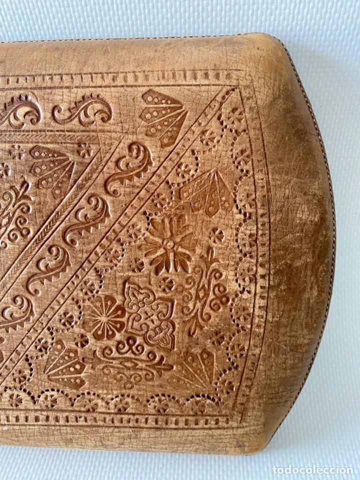 Antigüedades: Estuche de cuero repujado - Foto 6 - 256147280