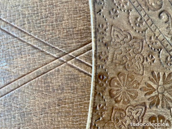 Antigüedades: Estuche de cuero repujado - Foto 7 - 256147280