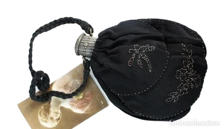 Antigüedades: bellísimo bolso de dama en seda y cuentas de metal. Boquilla extensible. ca 1890 23x16cm - Foto 3 - 227269795