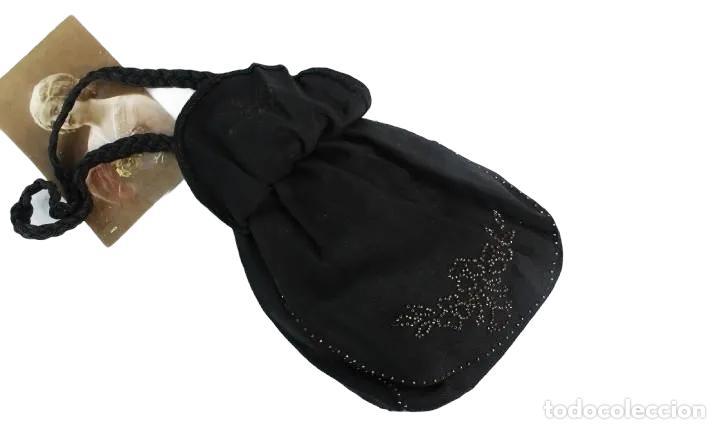 Antigüedades: bellísimo bolso de dama en seda y cuentas de metal. Boquilla extensible. ca 1890 23x16cm - Foto 5 - 227269795