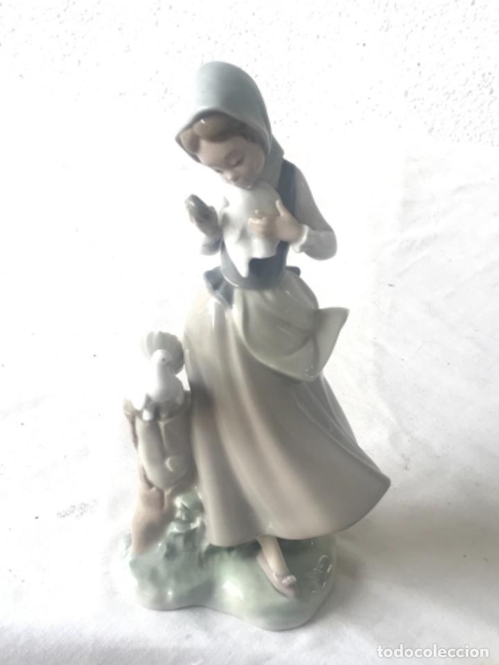Antigüedades: PORCELANA FINA DE LLADRO. MUJER CON PALOMAS. - Foto 3 - 257295415