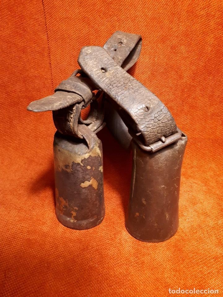 Antigüedades: LOTE DOS CENCERROS ANTIGUOS DE LATÓN, MUY BUEN SONIDO - Foto 3 - 257299310