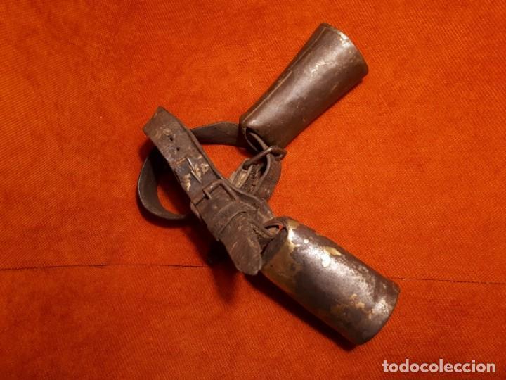 Antigüedades: LOTE DOS CENCERROS ANTIGUOS DE LATÓN, MUY BUEN SONIDO - Foto 6 - 257299310