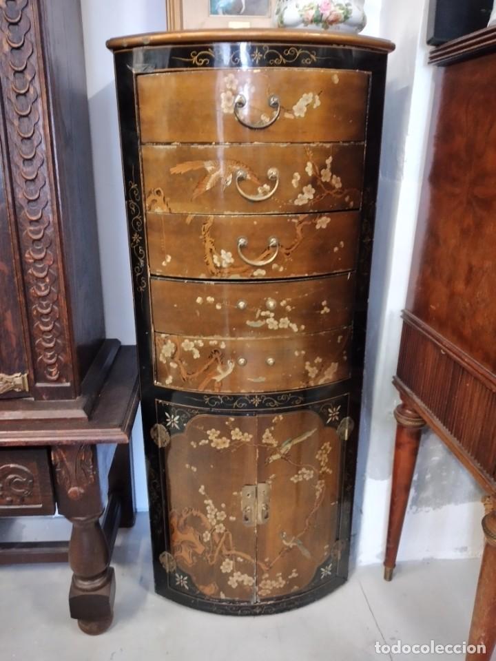 PRECIOSO GABINETE CHINO, LACA CHINA PINTADO A MANO, CON CAJONES Y 2 PUERTAS. (Antigüedades - Muebles - Cómodas Antiguas)