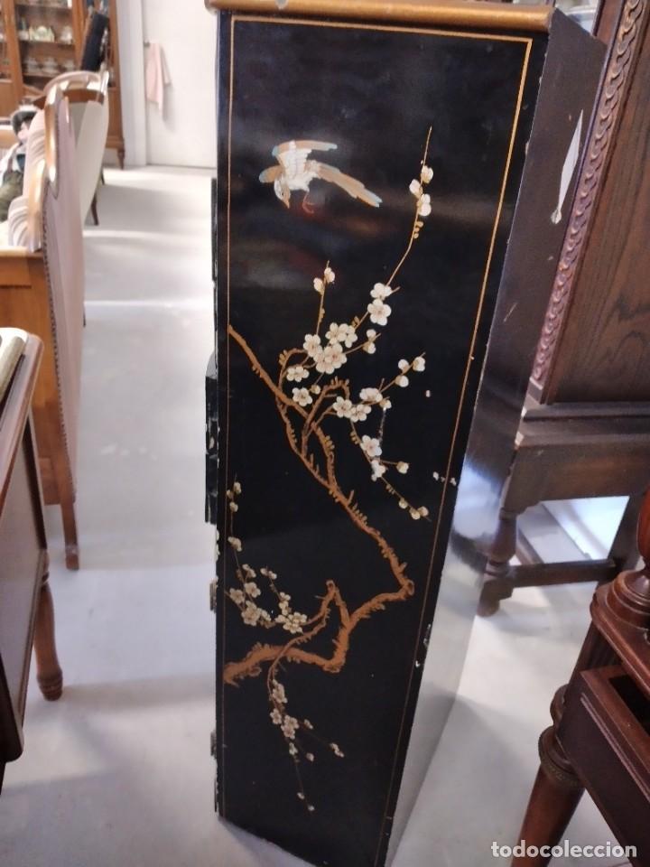 Antigüedades: Precioso gabinete chino, laca china pintado a mano, con cajones y 2 puertas. - Foto 12 - 257308350