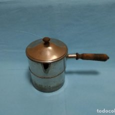 Antigüedades: ANTIGUO CAZO ELECTRICO DE BRONCE / LATON PLATEADO CON ASA DE MADERA - JCZ 100-115. Lote 257308885
