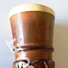 Antigüedades: ANTIGUO BASTON DE MADERA TRABAJADA A MANO - VER LA EMPUÑADURA Y RESTO DEL BASTON. Lote 257315655