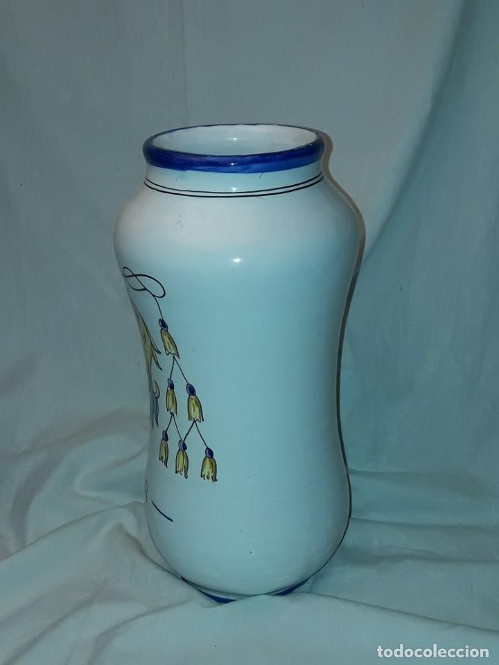 Antigüedades: Precioso gran tarro albarelo de cerámica Stos. Martires Talavera El Paular 29cm - Foto 4 - 257329940