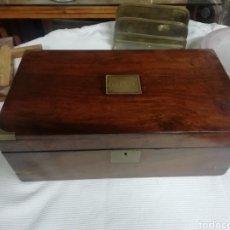 Antigüedades: CAJA ESCRITORIO INGLESA 1900 NOGAL. Lote 257331635