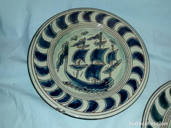 Antigüedades: Lote 3 platos cerámica vidriada Catalana Buxó Carabela, Cazador y Pescador 24.5cm cada - Foto 4 - 257347805