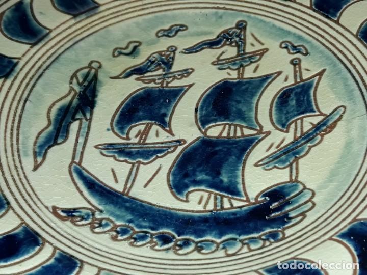 Antigüedades: Lote 3 platos cerámica vidriada Catalana Buxó Carabela, Cazador y Pescador 24.5cm cada - Foto 9 - 257347805