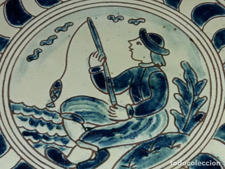 Antigüedades: Lote 3 platos cerámica vidriada Catalana Buxó Carabela, Cazador y Pescador 24.5cm cada - Foto 11 - 257347805