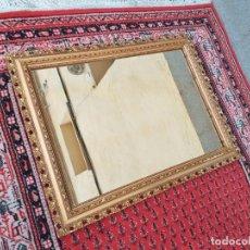 Antigüedades: ESPEJO ANTIGUO CON MARCO DORADO 82 X 62 CM. ESPEJO DORADO VINTAGE.. Lote 257351890