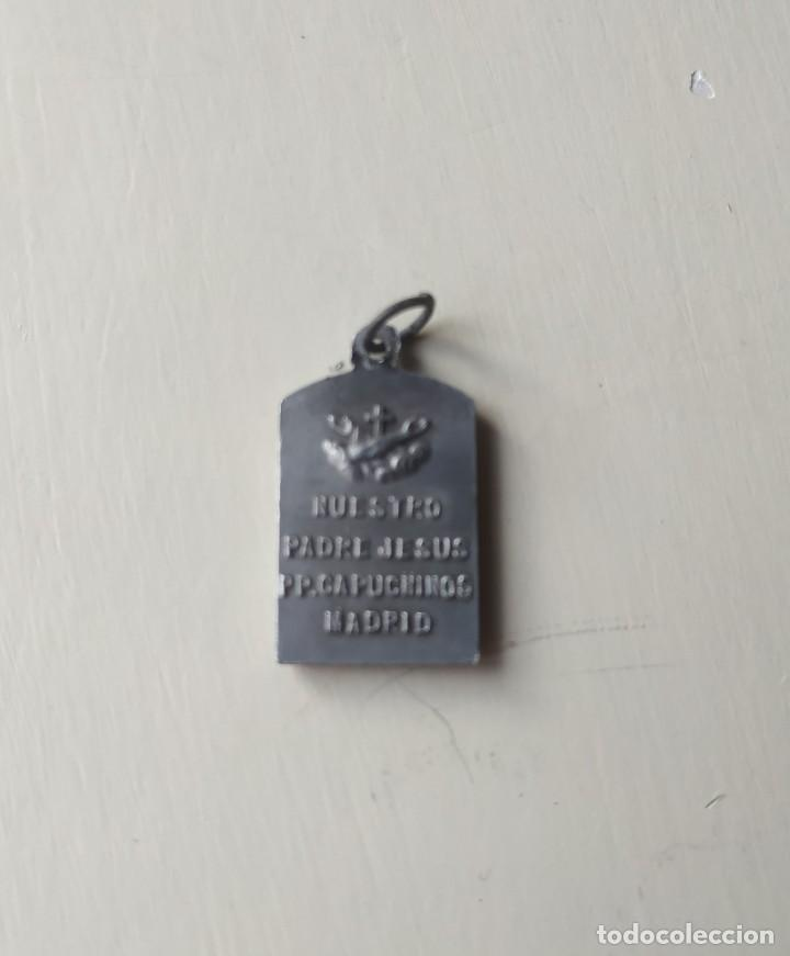 Antigüedades: Antigua medalla Nuestro Padre Jesús. Padres Capuchinos. Madrid. - Foto 3 - 257353065