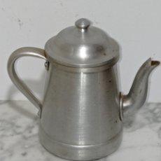 Antigüedades: ANTIGUA CAFETERA ALUMINIO 1/2 LITRO. Lote 257354690