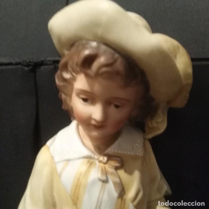 Antigüedades: Antigua figura de porcelana de biscuit - Foto 3 - 257355985
