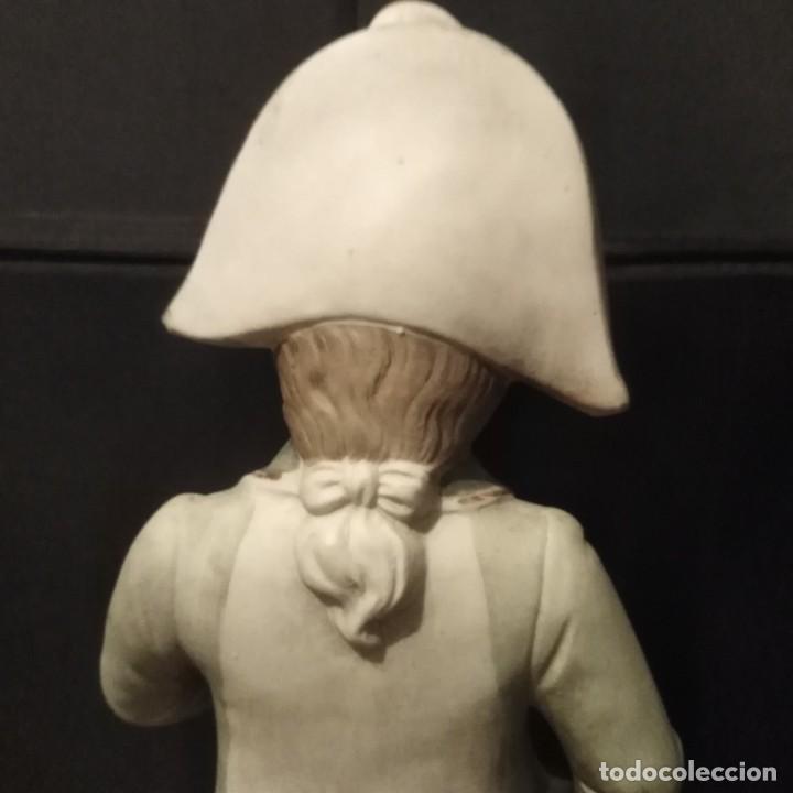 Antigüedades: Antigua figura de porcelana de biscuit - Foto 3 - 257356240