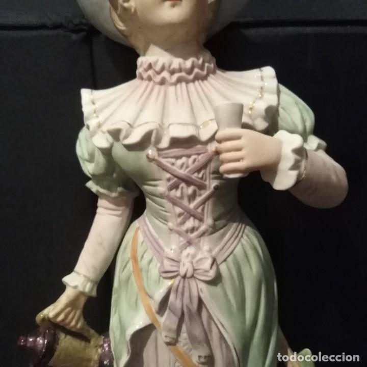 Antigüedades: Antigua figura de porcelana de biscuit - Foto 2 - 257356275