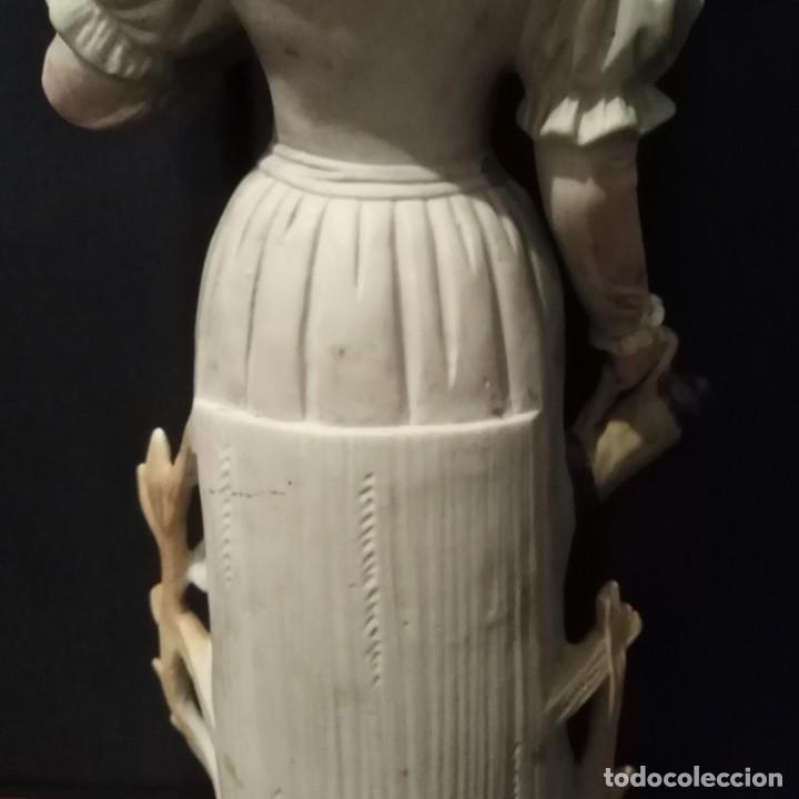 Antigüedades: Antigua figura de porcelana de biscuit - Foto 7 - 257356275