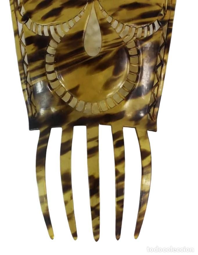 Antigüedades: Peineta antigua en celuloide símil carey. Calada a mano. 25x16cm, teja sola 16x16m - Foto 2 - 230243055