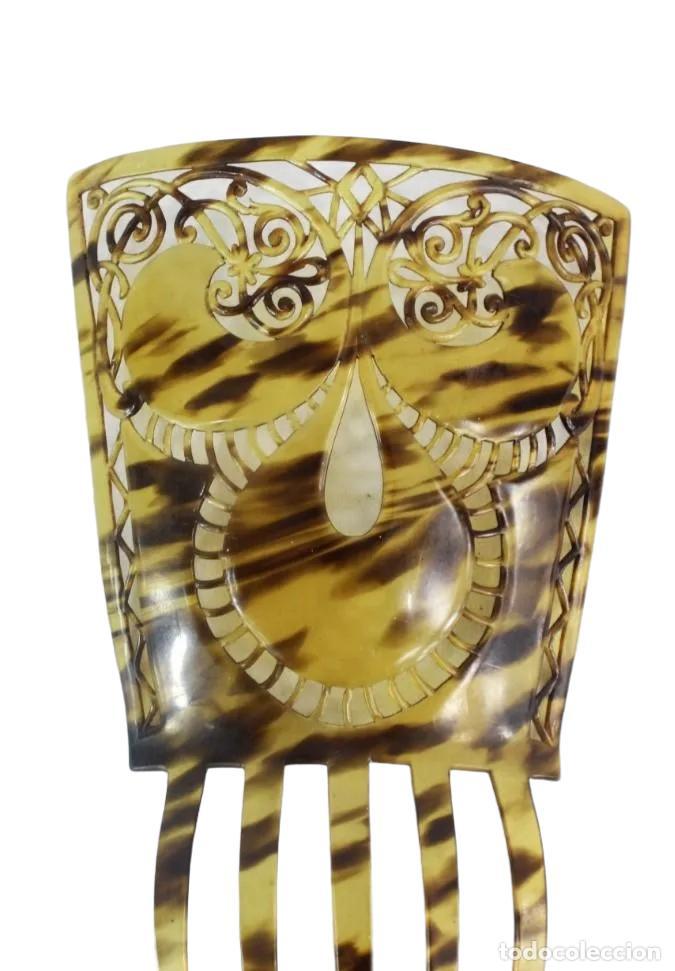 Antigüedades: Peineta antigua en celuloide símil carey. Calada a mano. 25x16cm, teja sola 16x16m - Foto 3 - 230243055
