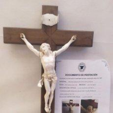 Antigüedades: CRISTO CRUCIFICADO DE CUATRO CLAVOS. MARFIL DE ELEFANTE, CRUZ DE MADERA. CON CERTIFICADO.. Lote 257393270