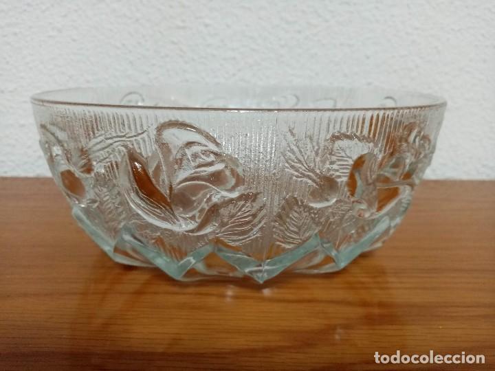Antigüedades: Antigua ensaladera,frutero,fuente,de cristal tallado de Covetro Italy,años 80 - Foto 3 - 257403015