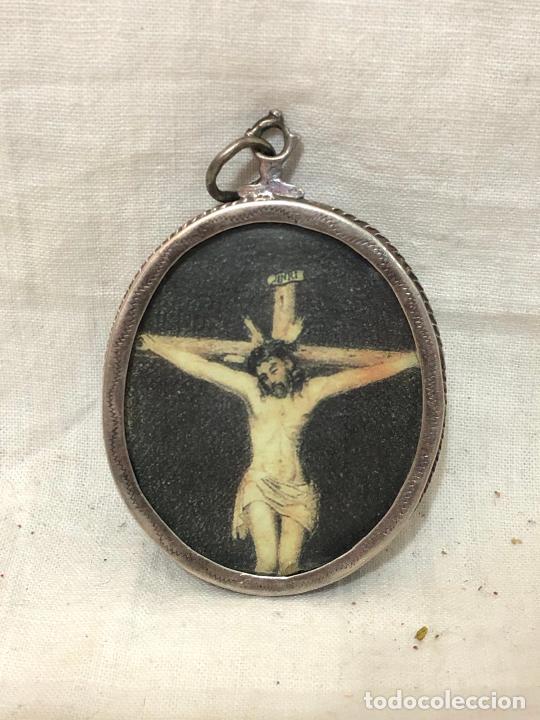 RELICARIO DE PLATA CON ESTAMPA DE CRISTO Y RELIQUIA EN PARTE TRASERA (Antigüedades - Religiosas - Relicarios y Custodias)